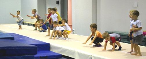 Дворец водных видов спорта - Тренировки детей в спортзале