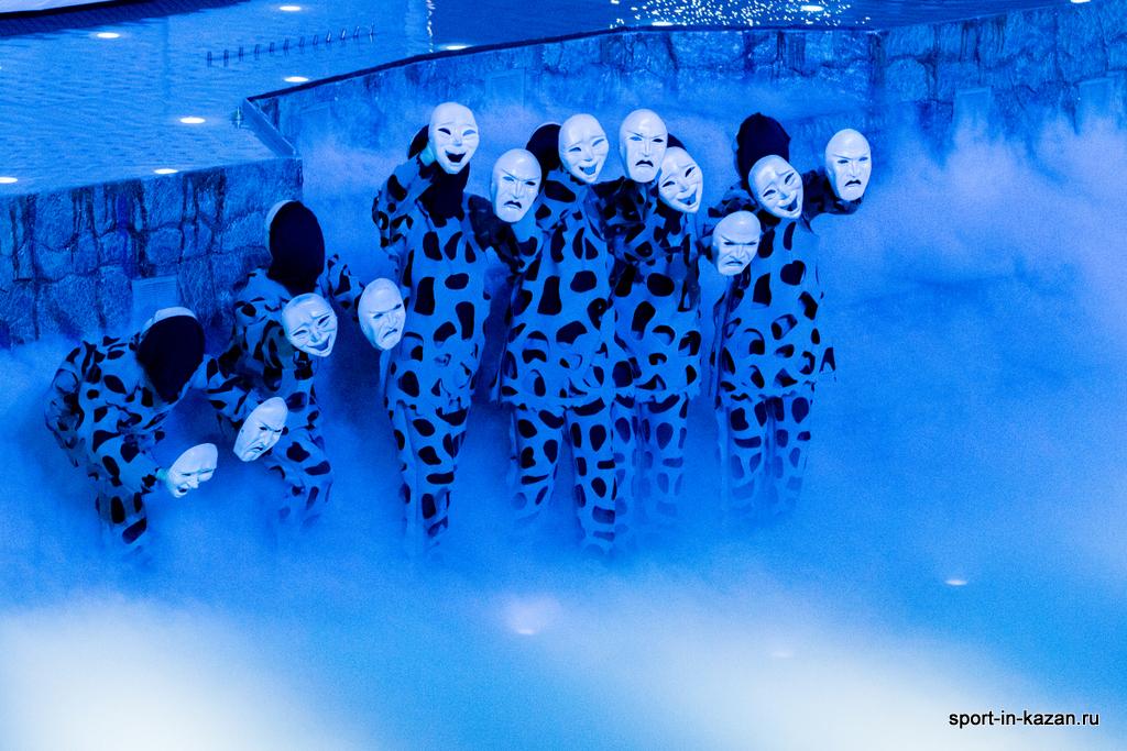 Танец с масками