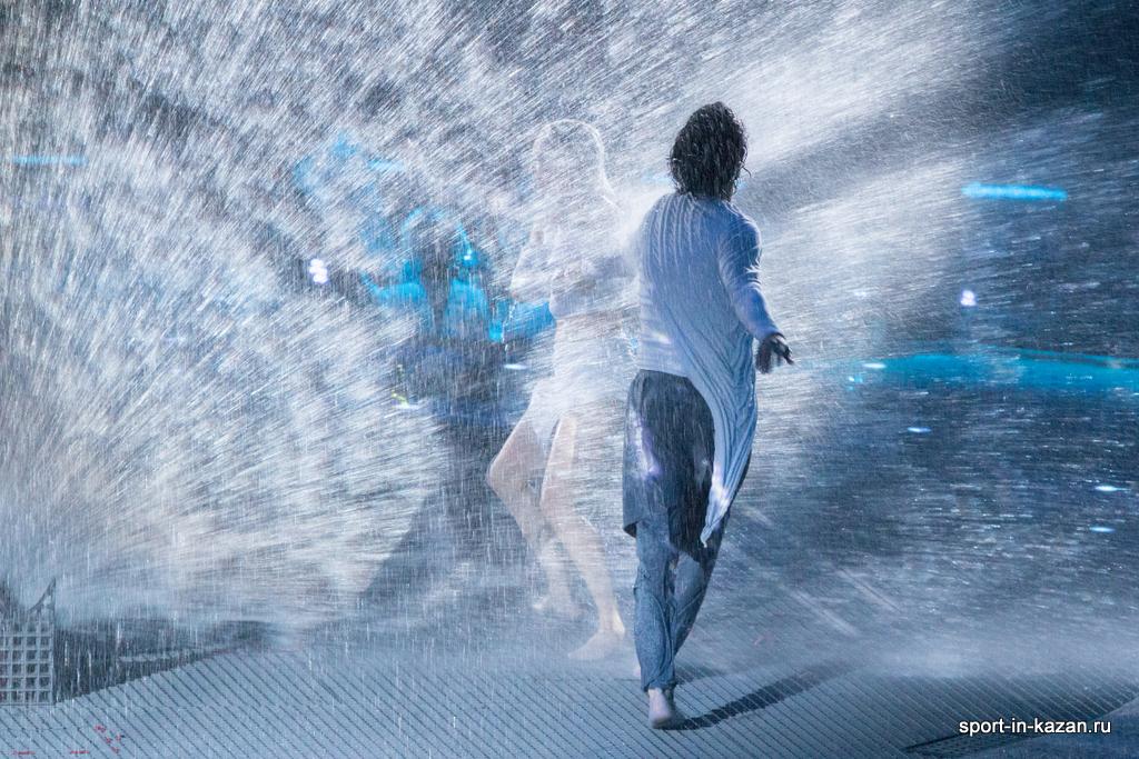 Танец в фонтанах