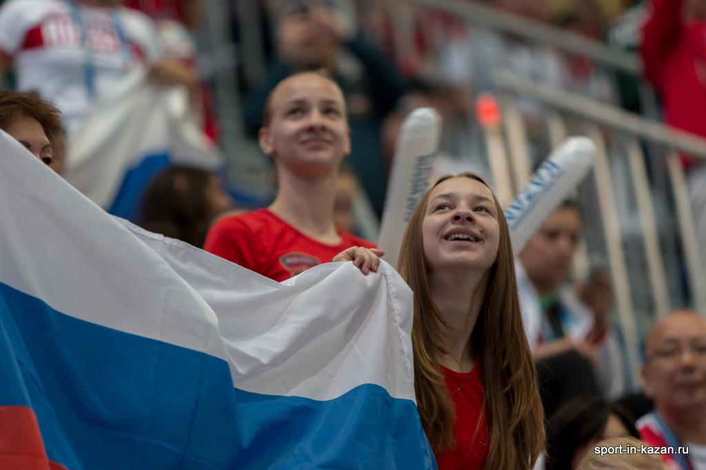 Болельщики России на соревнованиях по синхронному плаванию