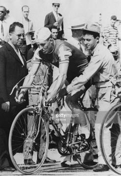 ОИ-1960 в Риме: Кнуд Йенсен перед стартом 100-километровой велогонки