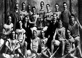 Канадская сборная по лакроссу, ставшая чемпионкой Игр