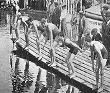 Начало заплыва на 100 ярдов вольным стилем