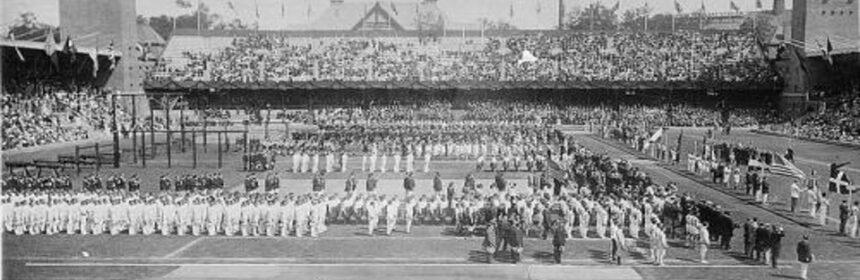 """""""Королевский"""" стадион, вместо стандартных 400 метров длина дорожки оказалась на 19 м 67 см короче."""