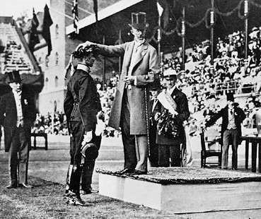 Награждение золотой медалью американского спортсмена Джима Торпа