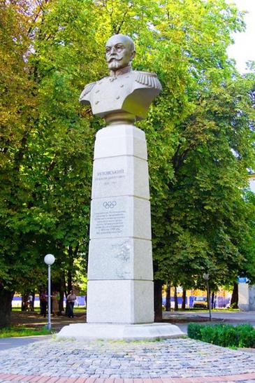 Памятник А.Д.Бутовскому в Полтаве